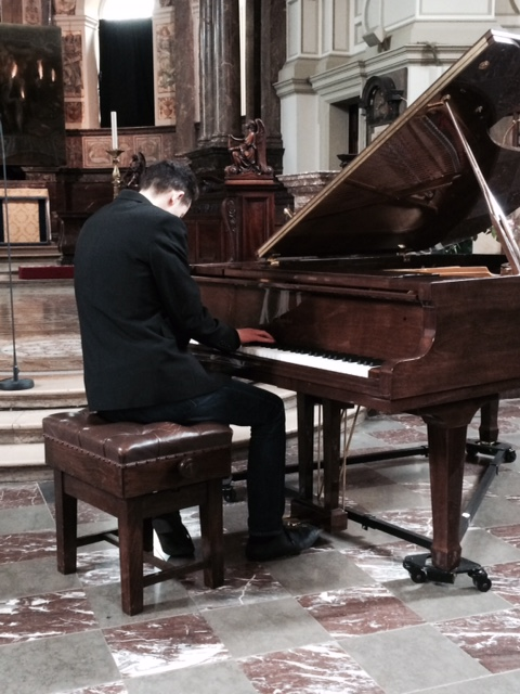 Iraqi_Christians_piano_recital